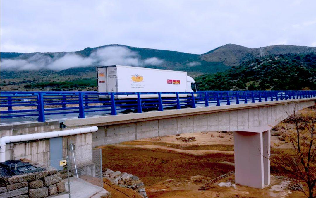 Fomento pone en servicio el nuevo puente de La Gaznata sobre el embalse del Burguillo en la N-403