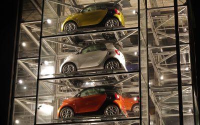 Ábalos señala el compromiso del Gobierno para acabar con la incertidumbre regulatoria en el sector de la automoción