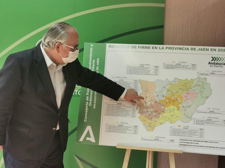 La Consejería de Fomento impulsa el refuerzo del firme en carreteras de 30 municipios de Jaén