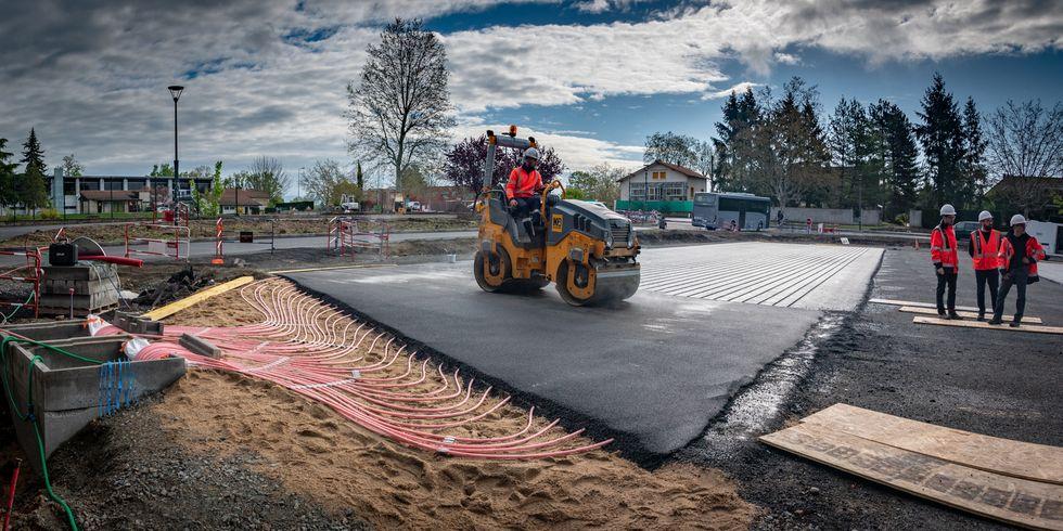 Eurovía construye un tramo de prueba de carretera calefactada, antihielo y nieve, en un pueblo de Francia