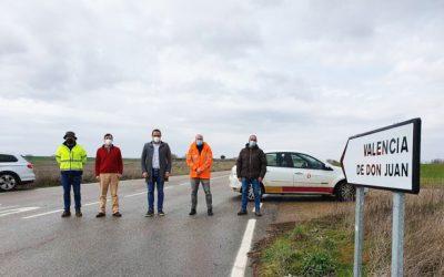 Diputación de León invierte 84.070 euros en el pintado de marcas viales en 37 carreteras