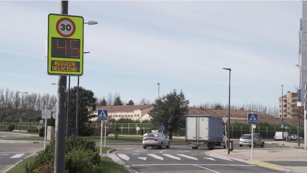 Burgos instala 12 radares preventivos y conectados para gestionar el tráfico en tiempo real de la firma Lacroix City