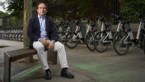 Borja Carabante: «Los patinetes podrán ir por los ciclocarriles y queremos que sea con casco»